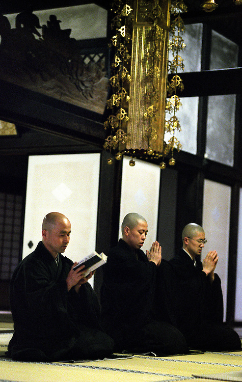LIVING ZEN - HOSHINJI MONASTERY, OBAMA-JAPAN..Morning sutra service.