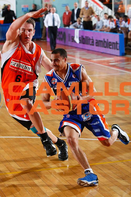 DESCRIZIONE : Udine Lega A1 2007-08 Snaidero Udine Tisettanta Cantu <br /> GIOCATORE : DaShaun Wood <br /> SQUADRA : Tisettanta Cantu <br /> EVENTO : Campionato Lega A1 2007-2008 <br /> GARA : Snaidero Udine Tisettanta Cantu <br /> DATA : 22/12/2007 <br /> CATEGORIA : Penetrazione  <br /> SPORT : Pallacanestro <br /> AUTORE : Agenzia Ciamillo-Castoria/S.Silvestri