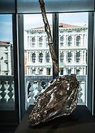 "Venezia - Palazzo Grassi . La mostra di Damien Hirst: ""Tresaures from the Wreck of Unbelievable. ""Skulls of Unikorn""."