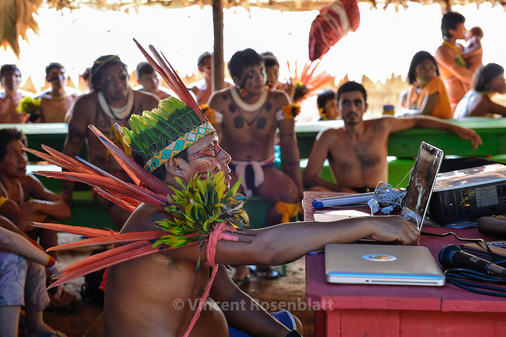 Yanomami Assembly. Laptops and datashows mix with feathers and body painting.