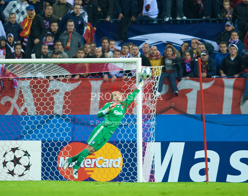 MADRID, SPAIN - Wednesday, October 22, 2008: Liverpool's goalkeeper Pepe Reina makes a diving save in the last few minutes to save a point for the Reds during the 1-1 draw with Club Atletico de Madrid UEFA Champions League Group D match at the Vicente Calderon. (Photo by David Rawcliffe/Propaganda)