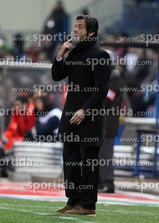 15.03.2010, Vicente Calderon Stadion, Madrid, ESP, Primera Division, Atletico Madrid vs Osasuna im Bild Atletico de Madrid's coach Quique Sanchez Flores, EXPA Pictures © 2010, PhotoCredit: EXPA/ Alterphotos/ Acero