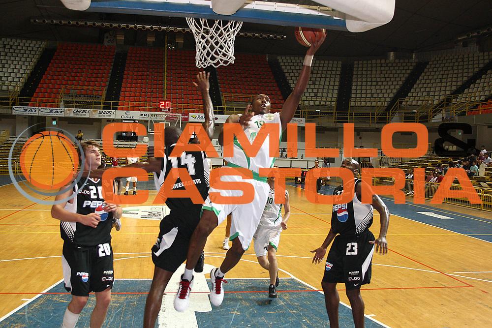 DESCRIZIONE : Reggio Calabria Lega A 2009-10 Basket Trofeo Sant'Ambrogio  Air Avellino Eldo Caserta <br /> GIOCATORE : Nelson Demarcus<br /> SQUADRA : Air Avellino<br /> EVENTO : Campionato Lega A 2009-2010 <br /> GARA : Air Avellino Eldo Caserta <br /> DATA : 18/09/2009<br /> CATEGORIA : tiro penetrazione<br /> SPORT : Pallacanestro <br /> AUTORE : Agenzia Ciamillo-Castoria/C.De Massis<br /> Galleria : Lega Basket A 2009-2010 <br /> Fotonotizia : Reggio Calabria Lega A 2009-10 Basket Trofeo Sant'Ambrogio  Air Avellino Eldo Caserta <br /> Predefinita : si