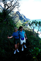 Hawaii: Kauai, Couple Kalalau Trail.  Photo hifree115.Photo copyright Lee Foster, 510/549-2202, lee@fostertravel.com, www.fostertravel.com