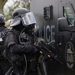 Entra&icirc;nement des policiers du RAID &agrave; l'intervention dans un milieu potentiellement contamin&eacute; par des substances NRBC.<br /> D&eacute;cembre 2016 / Saclay (91) / FRANCE<br /> Voir le reportage complet (105 photos) http://sandrachenugodefroy.photoshelter.com/gallery/2016-12-Exercice-du-RAID-au-CEA-Complet/G0000WzLa11UDCFk/C0000yuz5WpdBLSQ