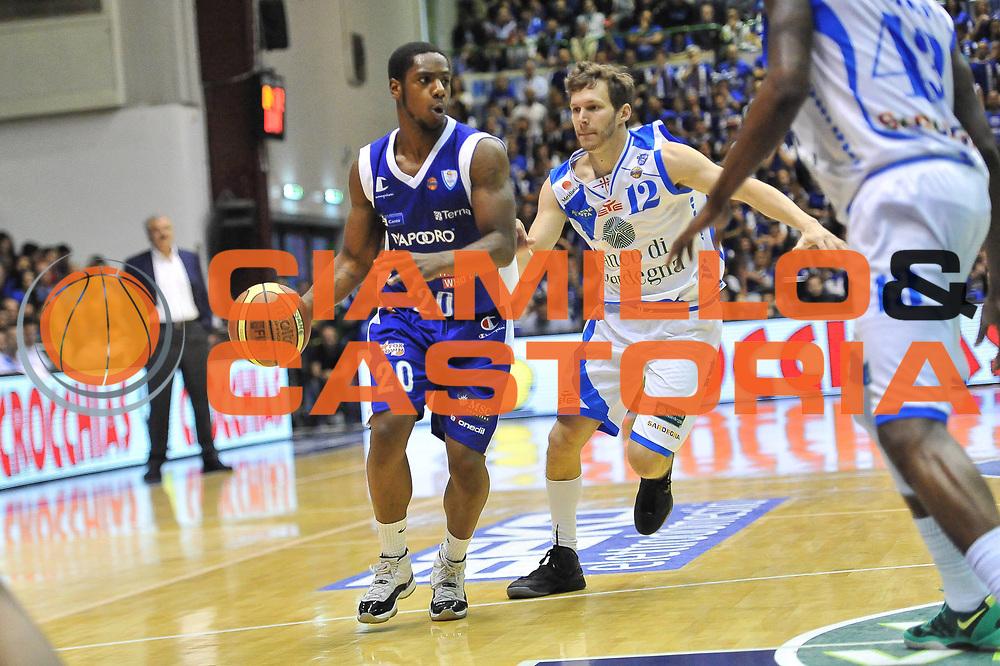 DESCRIZIONE : Gara 2 PlayOff Banco di Sardegna Dinamo Sassari - Lenovo Pallacanestro Cant&ugrave;<br /> GIOCATORE : Joe Ragland<br /> CATEGORIA : Palleggio<br /> SQUADRA :  Lenovo Cant&ugrave;<br /> EVENTO : PlayOff<br /> GARA : Banco di Sardegna Dinamo Sassari - Lenovo Pallacanestro Cant&ugrave;<br /> DATA : 11/05/2013<br /> SPORT : Pallacanestro <br /> AUTORE : Agenzia Ciamillo-Castoria / Luigi Canu<br /> Galleria : Lega Basket A 2012-2013  <br /> Fotonotizia : Gara 2 PlayOff Banco di Sardegna Dinamo Sassari - Lenovo Pallacanestro Cant&ugrave;<br /> Predefinita :