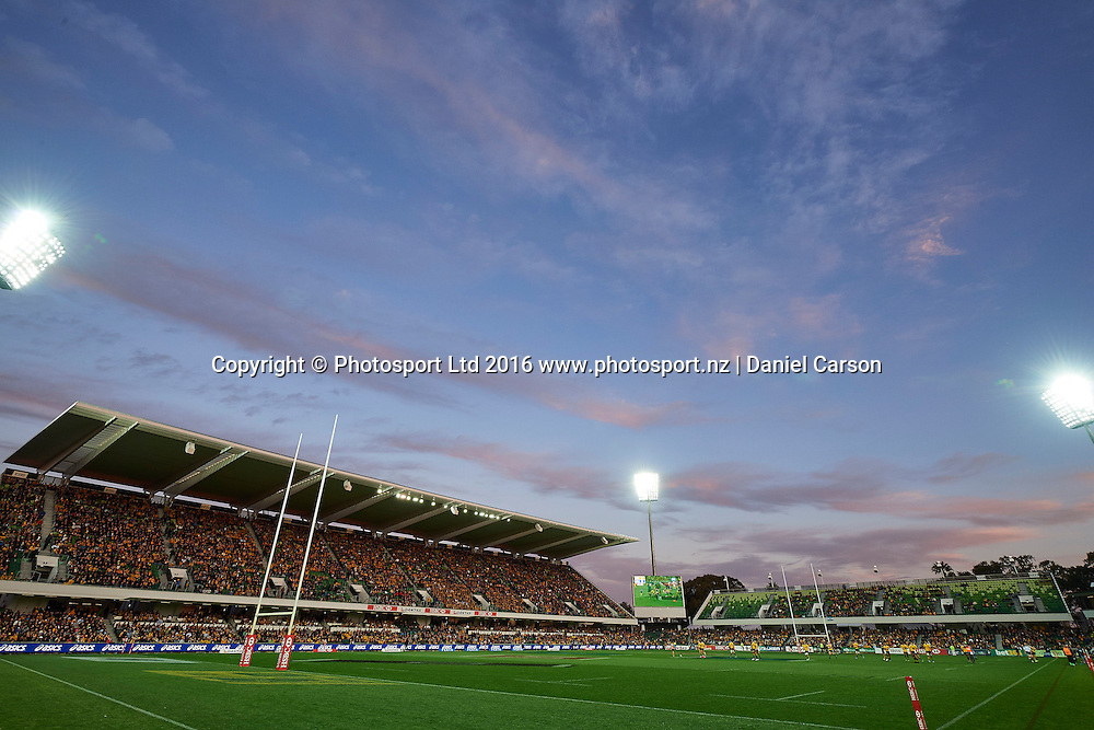 The sun sets at the stadium during the Rugby Championship test match between the Australian Qantas Wallabies and Argentina's Los Pumas from NIB Stadium - Saturday 17th September 2016 in Perth, Australia. © Copyright Photo by Daniel Carson / www.photosport.nz)