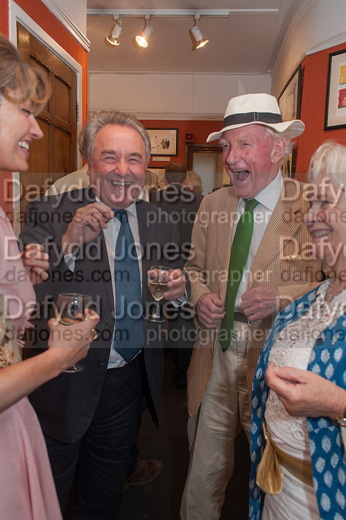 PETRONELLA WYATT; PETER MCKAY; PAUL JOHNSON; MARIGOLD JOHNSON, Elliott and Thompson host a book launch of How the Queen can Make you Happy by Mary Killen.- Book launch. The O' Shea Gallery. St. James's St. London. 20 June 2012.