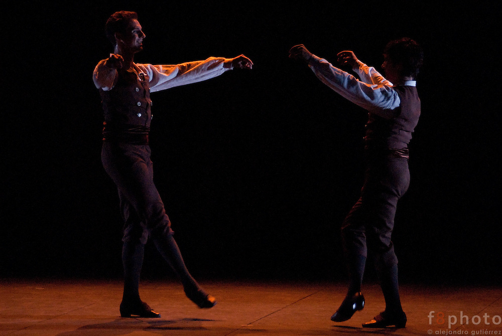 "The Dance Company Ibérica de Danza performing ""Cerialia"" in the Second International Dance Festival Ibérica Contemporánea, Querétaro, México 2009."