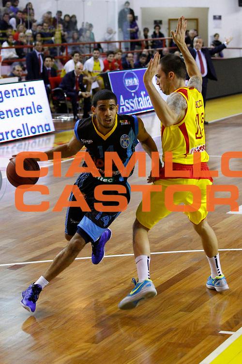 DESCRIZIONE : Barcellona Pozzo di Gotto Campionato Lega Basket A2 2012-13 Sigma Basket Barcellona Upea Orlandina Capo dOrlando <br /> GIOCATORE : Talor Battle<br /> SQUADRA : Orlandina Upea Capo dOrlando<br /> EVENTO : Campionato Lega Basket A2 2012-2013<br /> GARA : Sigma Basket Barcellona Upea Orlandina Capo dOrlando<br /> DATA : 28/12/2012<br /> CATEGORIA : Palleggio Penetrazione<br /> SPORT : Pallacanestro <br /> AUTORE : Agenzia Ciamillo-Castoria/G.Pappalardo<br /> Galleria : Lega Basket A2 2012-2013 <br /> Fotonotizia : Barcellona Pozzo di Gotto Campionato Lega Basket A2 2012-13 Sigma Basket Barcellona Upea Orlandina Capo dOrlando<br /> Predefinita :