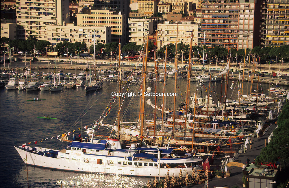old boats in the port during the  - classic week -     Monaco        bateaux evoluant dans le port de monaco duant  la  - clasic week -     Monaco   R00286/12    L3253  /  R00286  /  P0007577