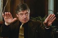 07 APR 2000, BERLIN/GERMANY:<br /> Prof. Dr. Andreas Troge, Präsident Umweltbundesamt, während einem Interview, in seinem Büro, Umweltbundesamt<br /> IMAGE: 20000407-01/02-23