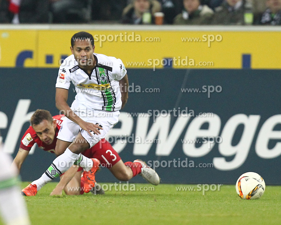 05.12.2015, Stadion im Borussia Park, Moenchengladbach, GER, 1. FBL, Borussia Moenchengladbach vs FC Bayern Muenchen, 15. Runde, im Bild Raffael (#11, Borussia Moenchengladbach) laesst Rafinha (#13, FC Bayern Muenchen) links liegen, // during the German Bundesliga 15th round match between Borussia Moenchengladbach and FC Bayern Muenchen at the Stadion im Borussia Park in Moenchengladbach, Germany on 2015/12/05. EXPA Pictures &copy; 2015, PhotoCredit: EXPA/ Eibner-Pressefoto/ Deutzmann<br /> <br /> *****ATTENTION - OUT of GER*****