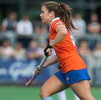 AMSTELVEEN - HOCKEY - Jayde Taylor van Bl'daal tijdens de eerste competitiewedstrijd van het nieuwe seizoen tussen de vrouwen van Pinoke en Bloemendaal. COPYRIGHT KOEN SUYK