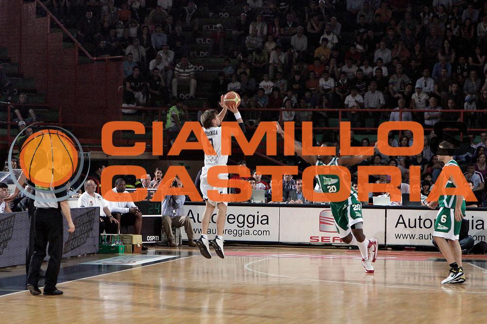 DESCRIZIONE : Caserta Lega A 2008-09 Eldo Caserta Air Avellino<br /> GIOCATORE : James Larranaga<br /> SQUADRA : Eldo Caserta<br /> EVENTO : Campionato Lega A 2008-2009 <br /> GARA : Eldo Caserta Air Avellino<br /> DATA : 10/05/2009<br /> CATEGORIA : tiro three points<br /> SPORT : Pallacanestro <br /> AUTORE : Agenzia Ciamillo-Castoria/A.De Lise