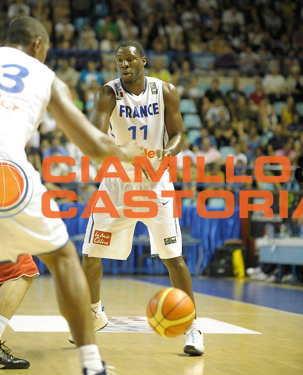 DESCRIZIONE : Equipe de France A Preparation Championnat du monde France Tunisie Homme Pau<br /> GIOCATORE : Pietrus Florent<br /> SQUADRA : France<br /> EVENTO : France Basket Homme 2010<br /> GARA : France Tunisie<br /> DATA : 07/08/2010<br /> CATEGORIA : Basketball Action Homme<br /> SPORT : Basketball<br /> AUTORE : JF Molliere FFBB par Agenzia Ciamillo-Castoria <br /> Galleria : France Basket Homme 2010 <br /> Fotonotizia : France A Homme 2009-10 France Tunisie Preparation Championnat du Monde Pau <br /> Predefinita :