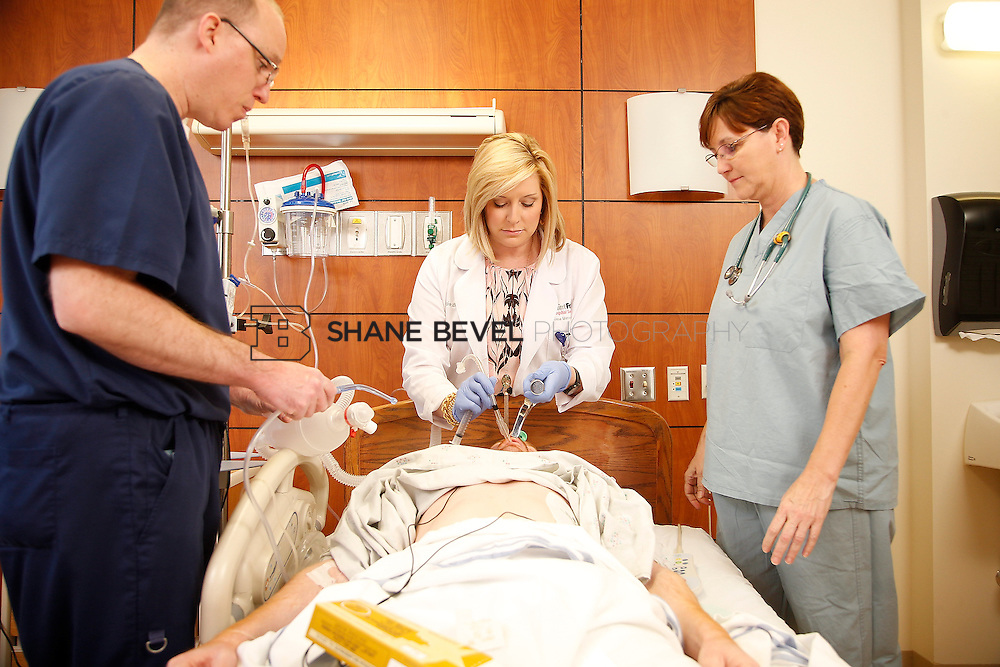 1/28/16 2:57:10 PM --  Stock photography of nurses and techs at Saint Francis Hospital South. <br /> <br /> Photo by Shane Bevel