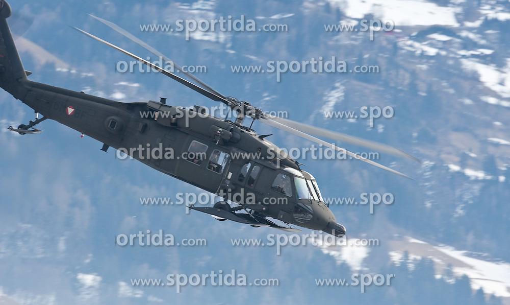 23.02.2010, Haspinger Kaserne, Lienz, AUT, Bundesheer Hubschrauber, im Bild S 70 Black Hawk des österreichischen Bundesheeres, im alpinen Gebirge, EXPA Pictures © 2010, PhotoCredit: EXPA/ J. Feichter / for Slovenia SPORTIDA PHOTO AGENCY.