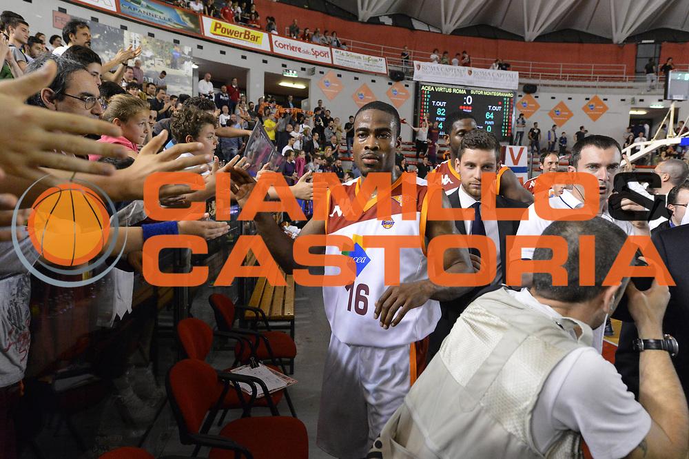 DESCRIZIONE : Roma Lega A 2012-2013 Acea Roma Sutor Montegranaro<br /> GIOCATORE : Bryan Bailey<br /> CATEGORIA : esultanza tifosi<br /> SQUADRA : Acea Roma<br /> EVENTO : Campionato Lega A 2012-2013 <br /> GARA : Acea Roma Sutor Montegranaro<br /> DATA : 05/05/2013<br /> SPORT : Pallacanestro <br /> AUTORE : Agenzia Ciamillo-Castoria/ GiulioCiamillo<br /> Galleria : Lega Basket A 2012-2013  <br /> Fotonotizia : Roma Lega A 2012-2013 Acea Roma Sutor Montegranaro<br /> Predefinita :