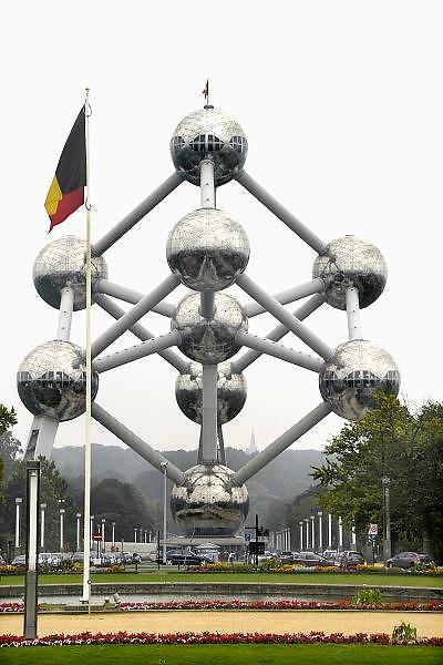 Belgie, Brussel, 28-7-2011Het Atomium in Heyzel bij Brussel. Gebouwd voor de Wereldtentoonstelling van 1958. Het stelt een ijzerkristal voor. Het is het nationale symbool van Belgie geworden. The Atomium in Heysel in Brussels. The contribution of Belgium to the World Exhibition of 1958. It is an iron crystal. It is the national symbol of Belgium.Foto: Flip Franssen/Hollandse Hoogte