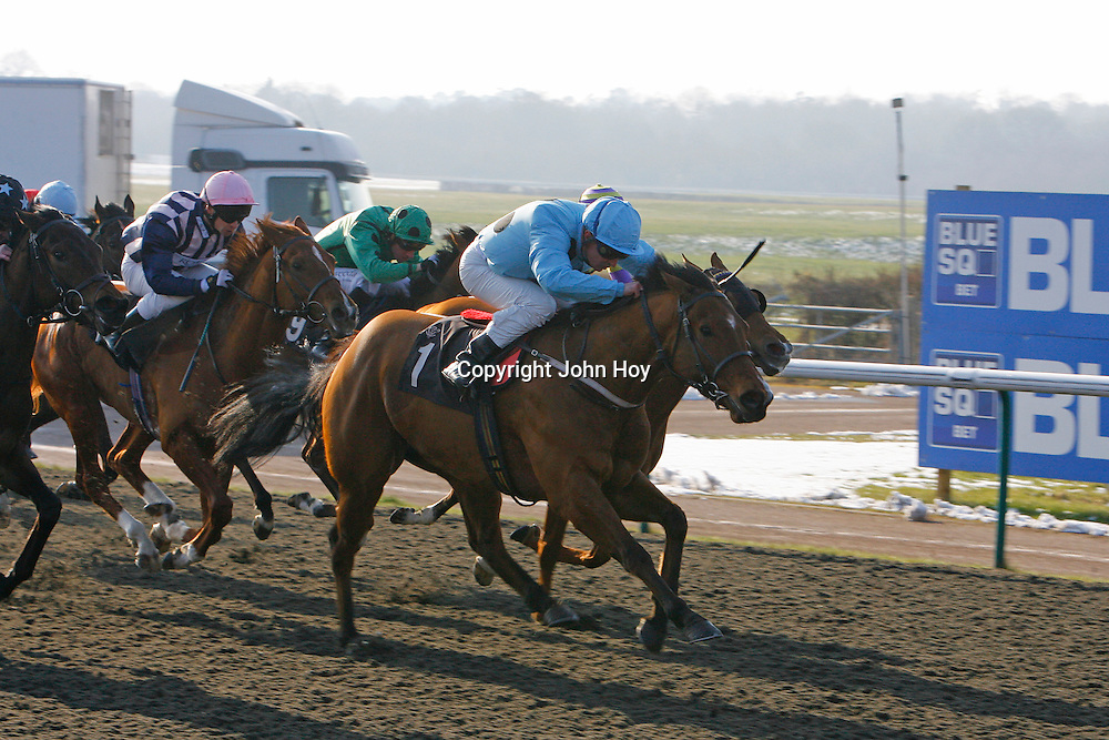 Cut Across and Steve Drowne winning the 1.05 race