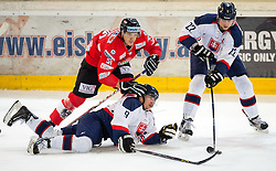 12.02.2016, Olympiaworld, Innsbruck, AUT, Euro Ice Hockey Challenge, Österreich vs Slowakei, im Bild Andrej Kudrna (SVK), Daniel Woger (AUT) und Tomas Zigo (SVK) // Juraj Majdan of Slovakia Daniel Woger of Austria and Tomas Zigo of Slovakia during the Euro Icehockey Challenge Match between Austria and Slovakia at the Olympiaworld in Innsbruck, Austria on 2016/02/12. EXPA Pictures © 2016, PhotoCredit: EXPA/ Jakob Gruber