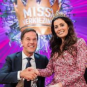 NLD/Amsterdam/20170507 - Gehandicapte Mis(s) verkiezing 2017, winnares Mirande Bakker - Brouwer en premier Mark Rutte