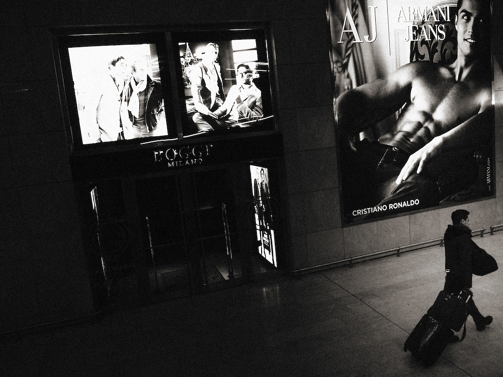 dark, crisis, recession, drama, dramatic, tired, tiredness, weariness, alone, loneliness, desolate, desolation, difficulty, difficult, difficulties, isolation, isolate, isolating, isolates, lonely, Street Photograhy, Italy, Milan, Milano, Armani