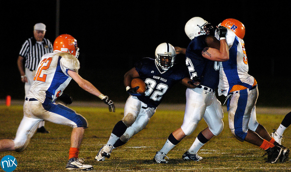 Hickpry Ridge's Brian Baltimore carries the ball against Marvin Ridge Friday, October 10, 2008. (Photo by James Nix)