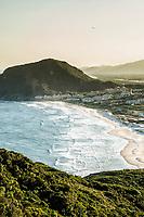 Praia do Santinho vista da trilha que leva ao cume do Morro dos Ingleses. Florianópolis, Santa Catarina, Brasil. / <br /> Santinho Beach viewed from the trail that leads to the top of Ingleses Hill. Florianopolis, Santa Catarina, Brazil.