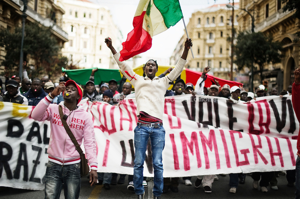Napoli, Italia - 17 dicembre 2011. La comunita di immigrati della Campania ha manifestato attraverso le strade del centro di Napoli per esprimere solidarieta per la morte di due senegalesi assassinati da uno squilibrato a Firenze..Ph. Roberto Salomone Ag. Controluce.ITALY - Immigrants rally through the streets of the city of Naples on December 17, 2001 to show solidarity after the killing of two immigrants in Florence.