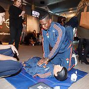 NLD/Rotterdam/20151207 - Reanimatiecursus Feyenoord selectie + bn'ers leren samen reanimeren, Eljero Elia