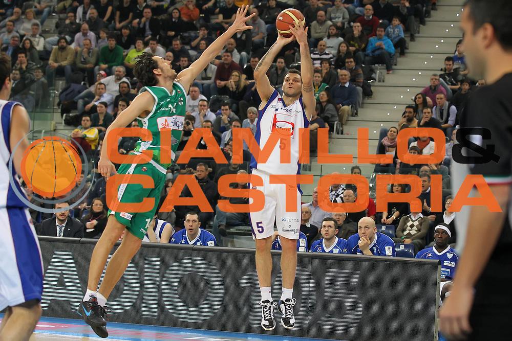 DESCRIZIONE : Torino Coppa Italia Final Eight 2012 Quarto di Finale Bennet Cantu Sidigas Avellino<br /> GIOCATORE : Vladimir Micov<br /> SQUADRA : Bennet Cantu <br /> EVENTO : Suisse Gas Basket Coppa Italia Final Eight 2012<br /> GARA : Bennet Cantu Sidigas Avellino<br /> DATA : 17/02/2012<br /> CATEGORIA : tiro<br /> SPORT : Pallacanestro<br /> AUTORE : Agenzia Ciamillo-Castoria/ElioCastoria<br /> Galleria : Final Eight Coppa Italia 2012<br /> Fotonotizia : Torino Coppa Italia Final Eight 2012 Quarto di Finale Bennet Cantu Sidigas Avellino<br /> Predefinita :