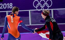 14-02-2018 KOR: Olympic Games day 6, PyeongChang<br /> 10.000 meter schaatsen / Goud voor Ted-Jan Bloemen en krijgt de felicitaties van Sven Kramer