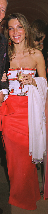 COUNTESS BARBARA VON BISMARCK at a dinner in London on 30th November 1998.MMK 99 WICO
