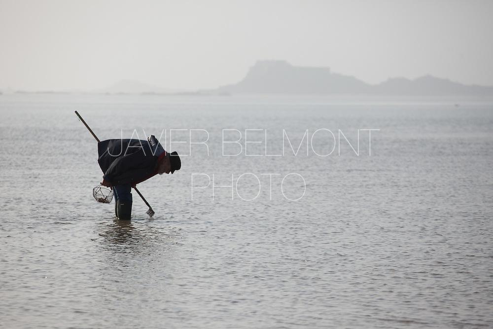 Saint Malo, Brittany, france Piscine de mer a Sainy-Malo, maree base.