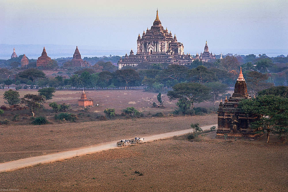 — King Anawrahta began a building program in 1057 CE that created over 4,000 stupas and temples covering the plain of Bagan, which extends south of the Ayeyarwady River for 40 square kilometers. Within the shadows of this once important religious and cultural center and beside monuments like the Ananda Temple, farmers and herders still use the land to eke out a subsistence living.
