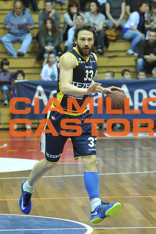 DESCRIZIONE : Trieste Campionato Lega A2 2012-2013 AcegasAps Trieste Tezenis Verona <br /> GIOCATORE : davide lamma<br /> CATEGORIA :  palleggio<br /> SQUADRA : AcegasAps Trieste Tezenis Verona<br /> EVENTO : Campionato Lega A2 2012-2013<br /> GARA : AcegasAps Trieste Tezenis Verona<br /> DATA : 25/04/2013<br /> SPORT : Pallacanestro <br /> AUTORE : Agenzia Ciamillo-Castoria/M.Gregolin<br /> Galleria : Lega Basket A2 2012-2013 <br /> Fotonotizia : Trieste Campionato Lega A2 2012-2013 AcegasAps Trieste Tezenis Verona<br /> Predefinita :