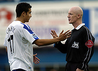 Fotball<br /> Premier League 2004/05<br /> Portsmouth v Everton<br /> 26. september 2004<br /> Foto: Digitalsport<br /> NORWAY ONLY<br /> TIm Cahill ensures, in front of ref Dermot Gallagher, that he doesn't remove his shirt after scoring the winner