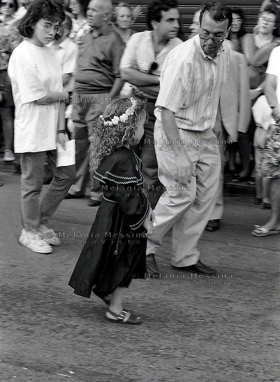 Palermo, feast of Saint Rosalia:little girl dressed like Rosalia during procession (1990).<br /> Palermo, festino di Santa Rosalia: bambina vestita come Rosalia durante la processione nel 1990