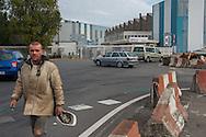 Saint Nazaire, 29/10/2014: operai escono alla fine del turno, STX Cantieri Navali - Shipyard.<br /> &copy; Andrea Sabbadini
