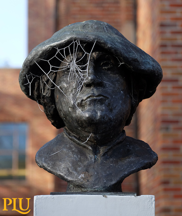 Sculpture of Martin Luther on a cold frosty morning at PLU on Monday, Nov. 30, 2015. (Photo: John Froschauer/PLU)