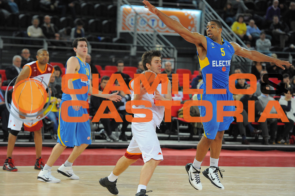 DESCRIZIONE : Roma Eurolega 2010-11 Top 16 Lottomatica Virtus Roma Maccabi Elettra Tel Aviv<br /> GIOCATORE : Nemanja Gordic<br /> SQUADRA : Euroleague<br /> EVENTO : Eurolega 2010-2011<br /> GARA : Lottomatica Virtus Roma Maccabi Elettra Tel Aviv<br /> DATA : 03/03/2011<br /> CATEGORIA : Palleggio<br /> SPORT : Pallacanestro <br /> AUTORE : Agenzia Ciamillo-Castoria/GiulioCiamillo<br /> Galleria : Eurolega 2010-2011<br /> Fotonotizia : Roma Eurolega 2010-11 Top 16 Lottomatica Virtus Roma Maccabi Elettra Tel Aviv<br /> Predefinita :