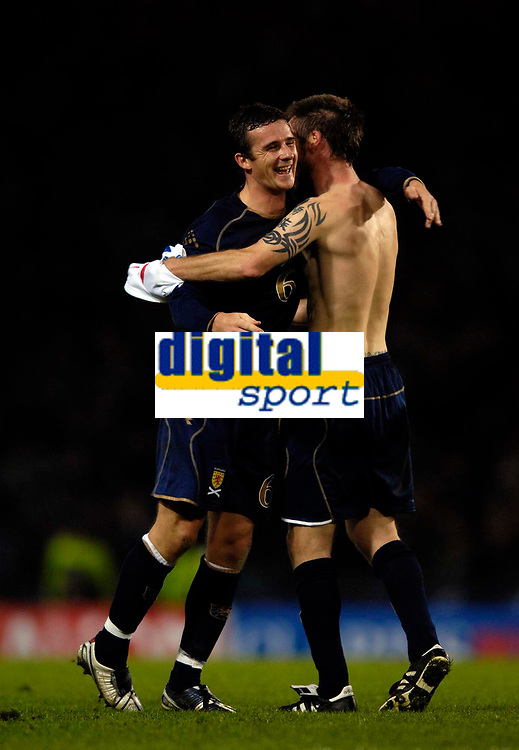 Photo: Jed Wee.<br />Scotland v France. UEFA European Championships 2008 Qualifying. 07/10/2006.<br /><br />Scotland's Barry Ferguson (L) celebrates at the end of the match.