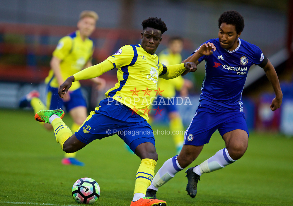 ALDERSHOT, ENGLAND - Friday, April 21, 2017: Everton's Bassala Sambou in action against Chelsea's Richard Nartey during FA Premier League 2 Division 1 Under-23 match at the Recreation Ground. (Pic by David Rawcliffe/Propaganda)