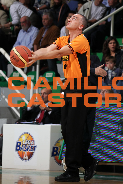 DESCRIZIONE : Siena Lega A 2009-10 Playoff Semifinale Gara 2 Montepaschi Siena NGC Medical Cantu<br /> GIOCATORE : Carmelo Paternic&ograve;<br /> SQUADRA : AIAP<br /> EVENTO : Campionato Lega A 2009-2010 <br /> GARA : Montepaschi Siena NGC Medical Cantu<br /> DATA : 03/06/2010<br /> CATEGORIA : arbitri referees<br /> SPORT : Pallacanestro <br /> AUTORE : Agenzia Ciamillo-Castoria/ElioCastoria<br /> Galleria : Lega Basket A 2009-2010 <br /> Fotonotizia : Siena Lega A 2009-10 Playoff Semifinale Gara 2  Montepaschi Siena NGC Medical Cantu<br /> Predefinita :