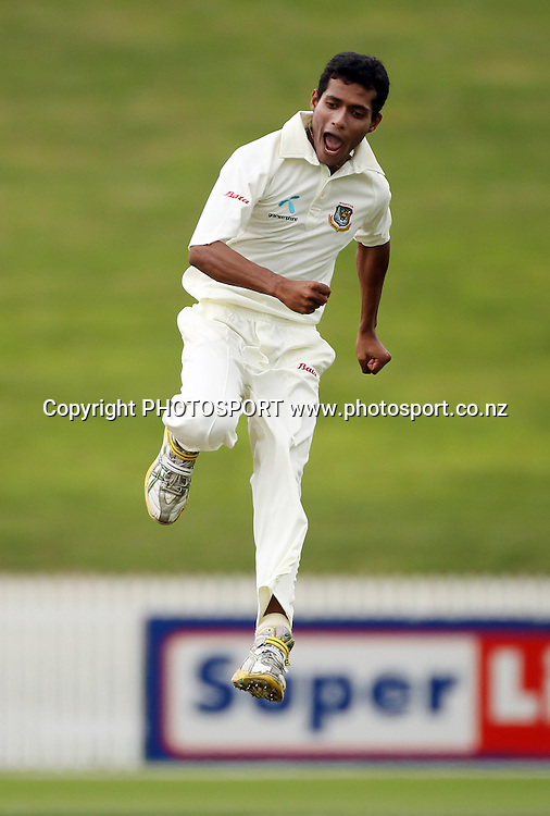 Bangaldesh bowler Shafiul Islam leaps in the air as he celebrates the dismissal of Tim McIntosh.<br />