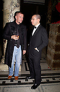 Alexander McQueen and Jonathan Newhouse, British Fashion Awards, V. & A. Museum. 2 November 2004. ONE TIME USE ONLY - DO NOT ARCHIVE  © Copyright Photograph by Dafydd Jones 66 Stockwell Park Rd. London SW9 0DA Tel 020 7733 0108 www.dafjones.com