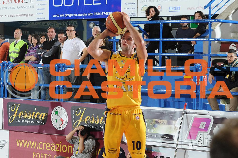 DESCRIZIONE : Porto San Giorgio Lega A 2010-11 Fabi Shoes Montegranaro Enel Brindisi<br /> GIOCATORE : Daniele Cavaliero<br /> SQUADRA : Fabi Shoes Montegranaro <br /> EVENTO : Campionato Lega A 2010-2011<br /> GARA : Fabi Shoes Montegranaro Enel Brindisi<br /> DATA : 27/03/2011<br /> CATEGORIA : tiro<br /> SPORT : Pallacanestro<br /> AUTORE : Agenzia Ciamillo-Castoria/C.De Massis<br /> Galleria : Lega Basket A 2010-2011<br /> Fotonotizia : Porto San Giorgio Lega A 2010-11 Fabi Shoes Montegranaro Enel Brindisi<br /> Predefinita :