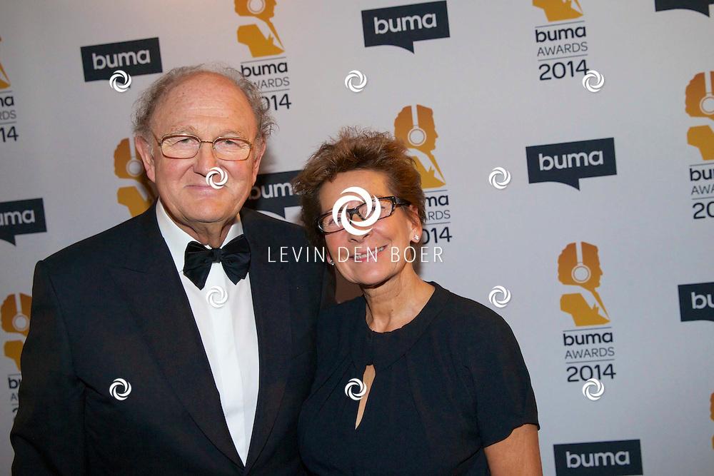 HILVERSUM - Een besloten feest van BUMA AWARDS 2014 in Studio 21 op het Mediapark. Met op de zwarte loper